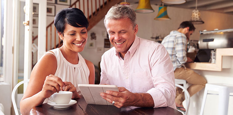 Couple Learning Social Media